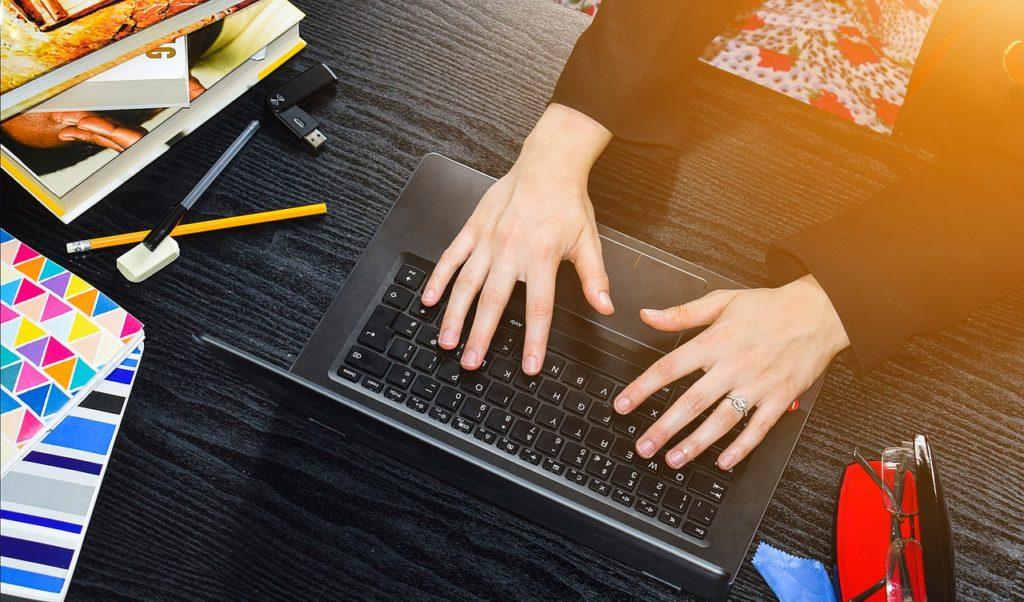 未経験からwebデザイナーを目指して通信講座で在宅で学ぶママ